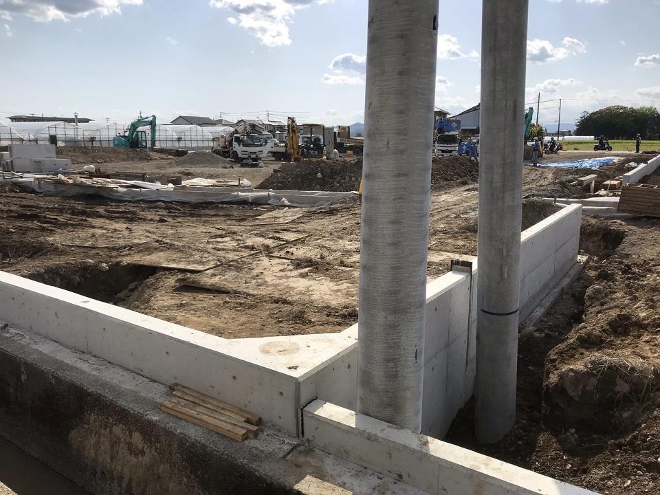 北東から ①号地北側電柱が設置されました